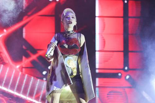 Hình ảnh Tóc Tiên tại đêm diễn cuối tuần qua.