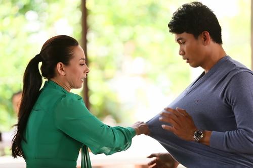 Đây là vai diễn phản diện đầu tiên của Phi Nhung (trái).