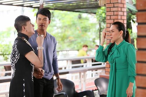 Nữ ca sĩ có phân cảnh giằng co, tranh cãi với ca sĩ Long Nhật (trái).