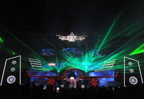 Đêm nhạc có một không hai này được tổ chức ghi dấu mốc 5 năm cất cánh của hãng Hàng không Vietjet với đồng hành của NESCAFÉ.