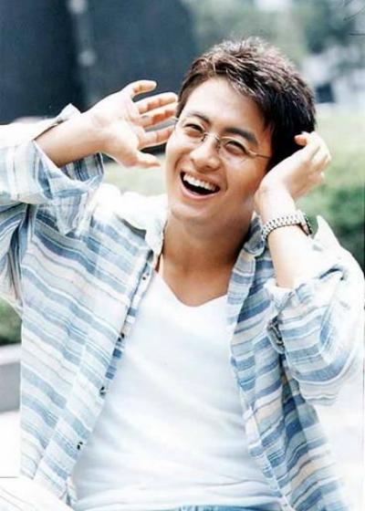 ngoai-hinh-gay-thuong-nho-cua-bae-yong-joon-20-nam-truoc-1