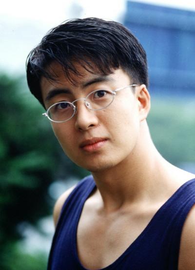 ngoai-hinh-gay-thuong-nho-cua-bae-yong-joon-20-nam-truoc