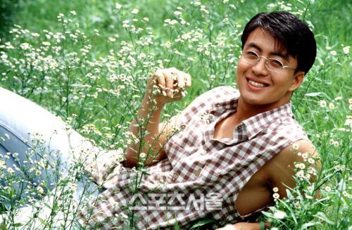 ngoai-hinh-gay-thuong-nho-cua-bae-yong-joon-20-nam-truoc-2