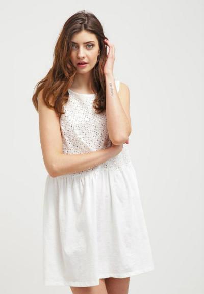 Váy nữ (Little White Dress) United Colors of Benetton giảm giá từ 1,999 triệu đồng còn 600.000 đồng.