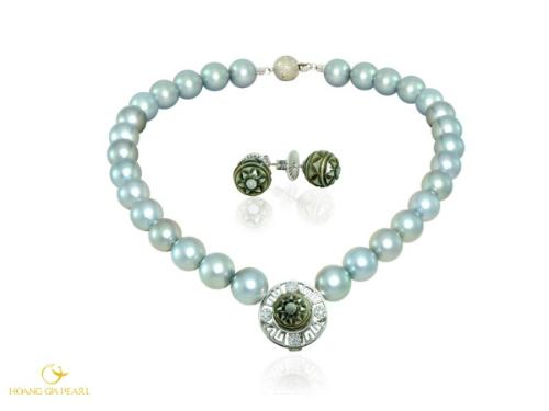 Trước đó, Ngọc Trai Trống Đồng cũng được dùng chế tác Bộ trang sức ngọc trai gửi tặng Phu nhân Tổng thống Barack Obama.