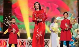 Hà Kiều Anh lần đầu hát cùng hai con trai trên sân khấu