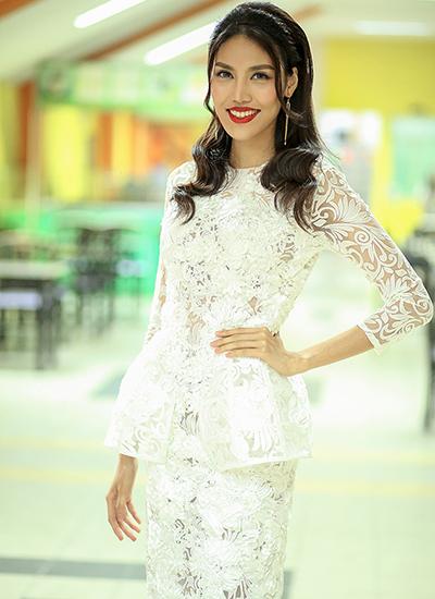 hari-won-am-tham-den-xem-chong-dan-chuong-trinh-4