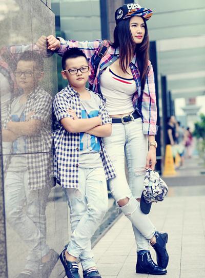 Từ năm 2014, Thanh Long không còn xuất hiện cùng mẹ con Anh Thư trong các sự kiện hoặc bộ ảnh chung. Thỉnh thoảng, chân dài khoe hình ảnh con trai đã trưởng thành. Cô tự hào khiTiểu Long - con trai cựu người mẫu, diễn viên Anh Thư - năm nay lên 7 tuổi nhưng đã có chiều cao vượt trội. Cậu bé cao 1,45 m và đang học lớp hai. (Thông thường chiều cao trung bình của một bé trai 7 tuổi theo tổ chức CDC sẽ dao động 1,08m - 1,35m).