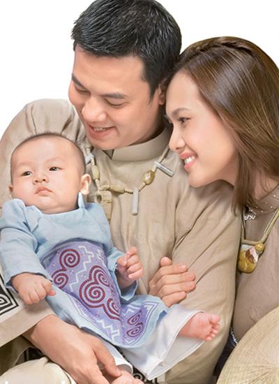Năm 2007, bé Tiểu Long chào đời trong sự vui mừng của vợ chồng Anh Thư và Thanh Long.Trong một bài phỏng vấn, nữ diễn viên cho biết tình cảm giữa cô và Kim Lý đã trên mức tình bạn. Hai người có quan điểm sống khá tương đồng, có thể chia sẻ với nhau nhiều điều. Cô cũng khẳng định chuyện chênh lệch bảy tuổi chưa bao giờ là rào cản giữa họ.
