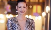 Lilly Nguyễn diện váy xẻ ngực sâu