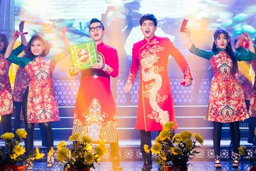 Hoàng Rapper (trái) là tác giả ca khúc. Anh cũng góp giọng và xuất hiện trong MV