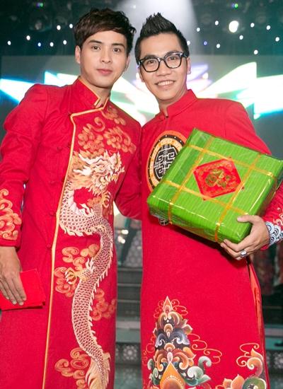 Hoàng Rapper (trái) là tác giả ca khúc. Anh cũng góp giọng và xuất hiện trong MV.