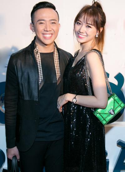 Hari Won mặc váy sequin cùng tông màu với ông xã.