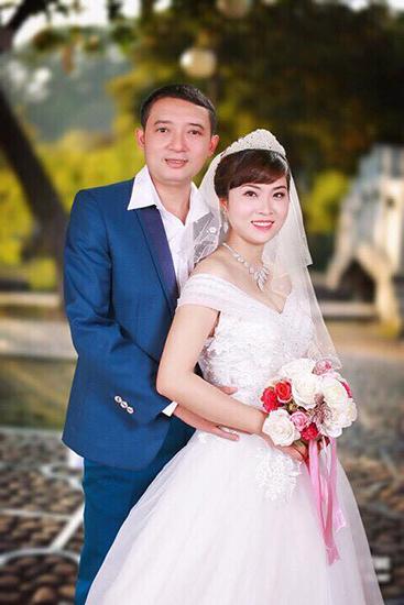 Danh hài Chiến Thắng bên vợ mới cưới.