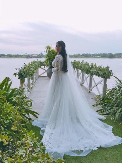 Lys Nguyễn diện áo cưới do nhà thiết kế Công Trí thực hiện.