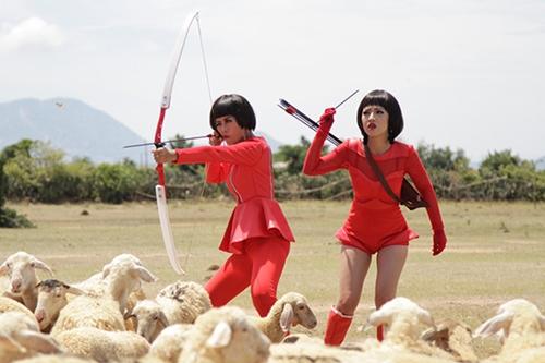 Tạo hình nhân vật được bôi đậm để gây cười như nhiều phim Việt khác. Ảnh: ĐPCC.