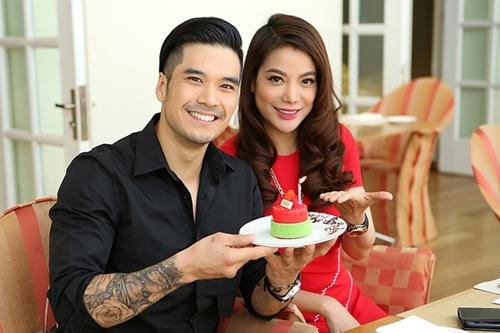 Thiên Nguyễn (trái) thân thiết với Trương Ngọc Ánh sau