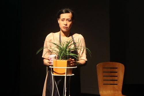 Diễn viên Lê Chi Na trong kịch I am đàn bà.