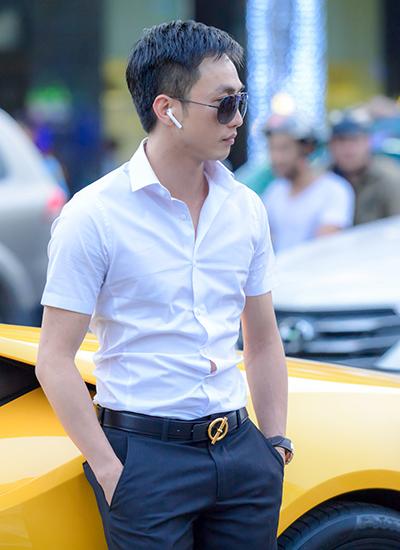 Chiều ngày 4/1, Cường Đô La đi siêu xe Lamborghini đến địa điểm quay MV Anh là soái ca của Đàm Vĩnh Hưng tại phố đi bộ Nguyễn Huệ, quận 1.  Anh là một trong những khách mời đặc biệt, sẽ xuất hiện trong MV mới của ông hoàng nhạc Việt.