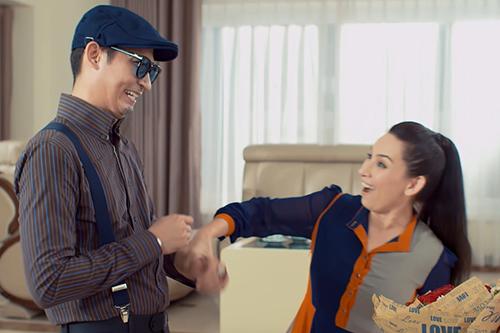 Huy Khánh (trái) diễn vai một tay buôn gỗ lậu, thích kiểm soát cuộc sống của bạn gái.