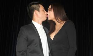 Phi Thanh Vân hôn môi chồng trẻ giữa sự kiện