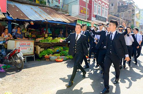 dam-vinh-hung-va-dan-trai-tre-gay-nao-loan-cho-cu-sai-gon-1