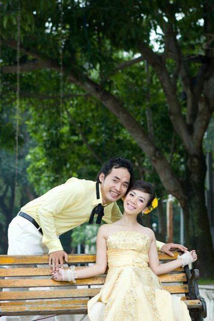Tiến Luật cho biết vợ là người có ảnh hưởng lớn tới cuộc sống của anh, từ cách đi đứng, nói chuyện đến cư xử với mọi người xung quanh. Theo lời Thu Trang, chồng cô chưa bao giờ phải ghen tuông vì vợ quá chính chuyên.
