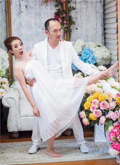 Tiến Luật cho biết trong cuộc tình giữa mình và vợ, Thu Trang chưa bao giờ nói lời yêu, chỉ có anh là người bày tỏ.