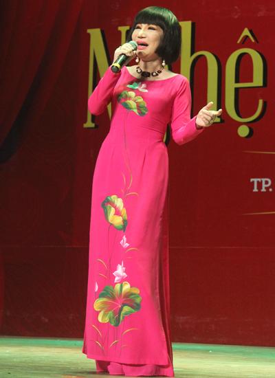 NSƯT Thanh Kim Huệ khoe giọng với bản tân cổ Tiếng chày trên sóc