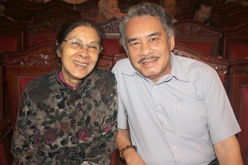 Nghệ sĩ Diễm Kiều (trái) hội ngộ