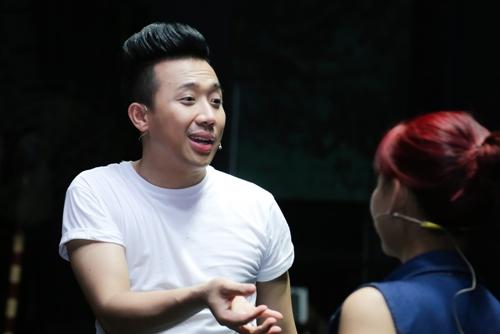 Trấn Thành chia sẻ do mới lập gia đình, Tết năm nay anh không nhận show ở tỉnh mà chỉ diễn tại thành phố để dành thời gian cho Hari Won và người thân.