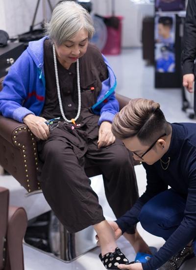 Nghệ sĩ được Quách Tuấn Du mua áo dài, đưa đi làm tóc, trang điểm.