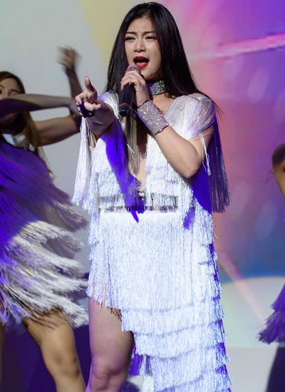Bạn gái cũ diễn viên Khương Ngọc khoe vũ đạo với ca khúc Em sẽ đến bên anh.