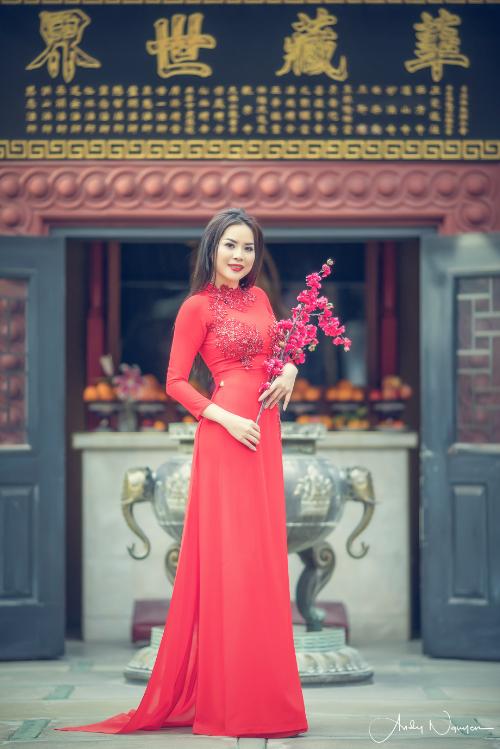 nguoi-dep-jasmine-le-duyen-dang-trong-ta-ao-dai-1