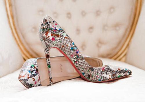 Giày cao gót da rắn của Christian Louboutin có giá 1395 (hơn 31 triệu đồng).