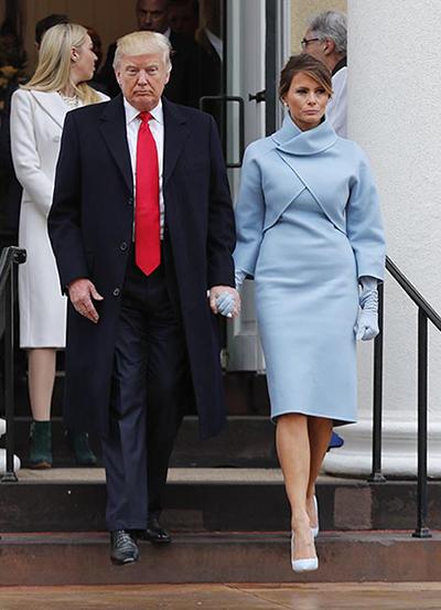 Bộ váy xanh của Ralph Lauren thực hiện cho Melania Trump nhận được đánh giá cao về thẩm mỹ.