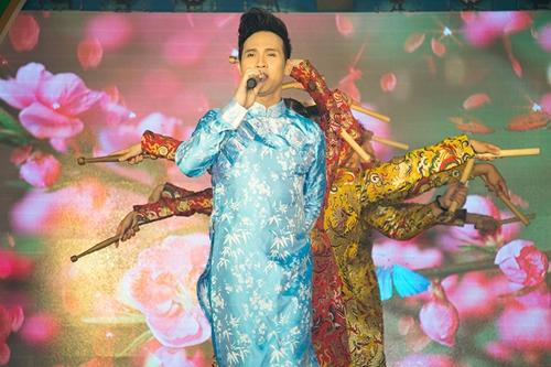 Ca sĩ Nguyên Vũ chào xuân Đinh Dậu bằng một bản nhạc dance sôi động.