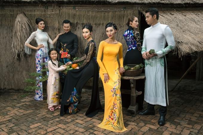 Dàn mẫu Việt diện áo dài tạo dáng ở làng quê Hội An