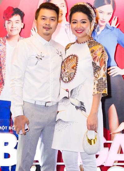 Vợ chồng Lê Khánh (phải) - Tuấn Khải