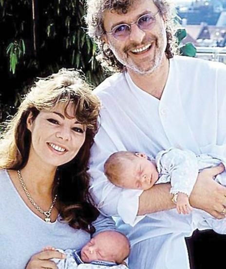 Sandra bên con và chồng - nhạc sĩ Michael Cretu.