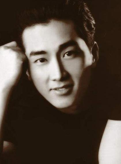 ngoai-hinh-dien-trai-gay-sot-cua-song-seung-hun-hon-20-nam-truoc-4