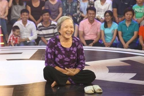 Cụ bà 73 tuổi Kim Thanh - chia sẻ bà đã thức trắng 2 đêm để viết ra 6 tiểu phẩm.