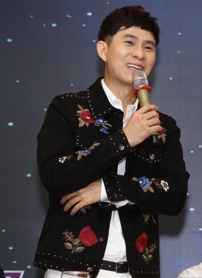 Ca sĩ Châu Gia Kiệt tái xuất sau nhiều năm vắng bóng, chỉ đi hát ở tỉnh. Anh cho biết mình lo lắng và