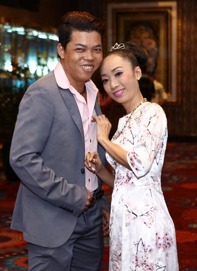 Vợ chồng nghệ sĩ cải lương Lê Hùng (trái) - soạn giả Tô Thiên Kiều.