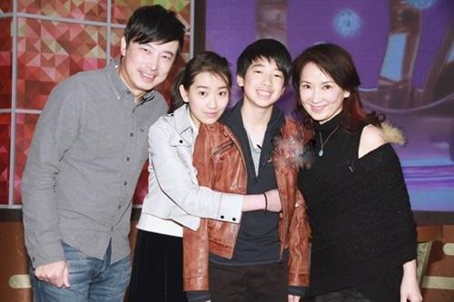 Năm 1999, Cung Từ Ân kết hôn với nam diễn viên Lâm Vỹ - bạn diễn của cô trong Tuyết sơn phi hồ 1991. Cô hiện sống hạnh phúc bên chồng và hai con  một trai một gái. Những năm gần đây, Cung Từ Ân không còn xuất hiện trên màn ảnh.
