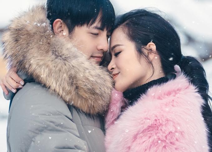 Đông Nhi - Ông Cao Thắng ôm nhau dưới trời tuyết Nhật Bản