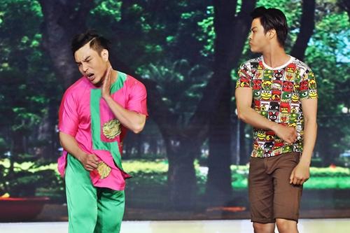 Bảo Lâm và Võ Minh Lâm diễn tiểu phẩm Chuyện công viên. Họ vào va hai cậu bé, một người bán hột vịt lộn, một người đánh giày kiếm cơm và một vụ tranh giành địa bàn tại công viên.
