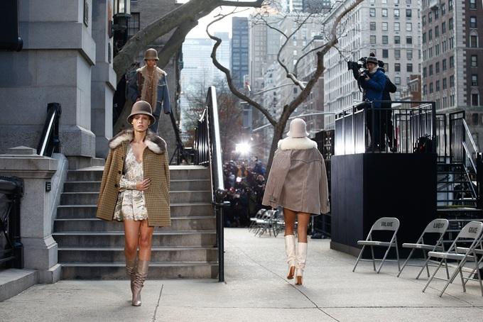Show Marc Jacobs lấy âm thanh đường phố làm nhạc nền
