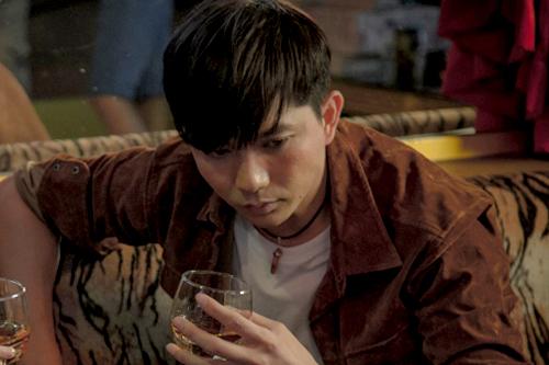 Trong phim mới, Tim đóng cặp với Trương Quỳnh Anh trong phân cảnh quá khứ