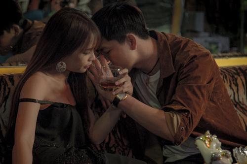 Phim còn quy tụ các diễn viên như Dustin Nguyễn, Kim Tuyến, Hòa Minzy, Mạc Văn Khoa... Phim dự kiến khởi chiếu ngày 24/2.